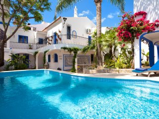 Villa Oasis, Hidden Gem, Heart of Village, 5 Bedroom, Sleeps 10, Air-con, Pool & Courtyard - Carvoeiro vacation rentals