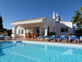 Villa Rocha, Family villa, Near Ocean, 4 Bedroom, Sleeps 8,  Heated Pool, Air-con & BBQ - Carvoeiro vacation rentals