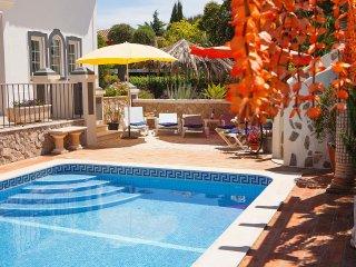 Villa Oliveira, Family villa, Tranquil area, 4 Bedrooms, Sleeps 8, Air-con, BBQ & Pool - Porches vacation rentals