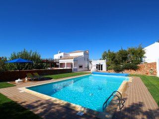 Villa Costa do Sol, Large Villa, Countryside, 6 Bedroom, Sleeps 12,  Large Pool & BBQ - Ferragudo vacation rentals