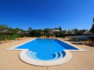 Townhouse Mia, Panoramic views of countryside, 2 Bedroom, Sleeps 6, Air-con & Communal Pool - Carvoeiro vacation rentals