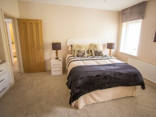 Queen bee and b - The Julian MacDonald Single Rm - Merthyr Tydfil vacation rentals