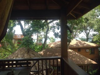 TURTLE BEACH - Private Treehouse/Honeymoon Suite- 1 Bedroom Seahorse Villa - Roatan vacation rentals