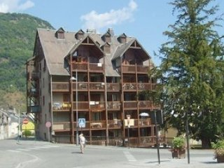 Nice Condo with Television and Microwave - Bagneres-de-Luchon vacation rentals