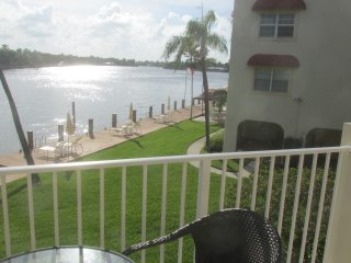 2bed Charming End Condo on Intercostal with views - Fort Lauderdale vacation rentals