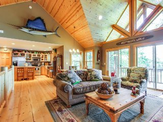 Gorgeous lakefront cabin with tranquil views & private dock - Hayden vacation rentals