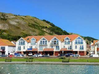 WEST BEACH, sea views, luxury townhouse, WiFi, in LLandudno, Ref 939352 - Llandudno vacation rentals