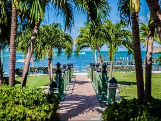 **Fall Promo** Family Friendly Executive Bay Townhome with Beach & Pool - Islamorada vacation rentals