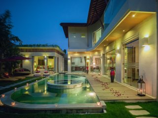 BOOK 1 GET 3! VIllas+Car+DRIVER+LUXE+SPA+BEACH+FUN - Seminyak vacation rentals