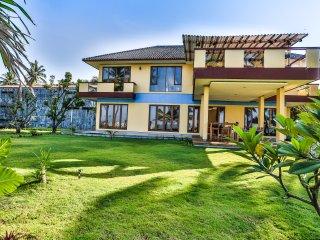 Salsabila Villas, Beach front,family,surfing villa - Pelabuhan Ratu vacation rentals