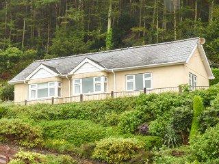 SIFFRWD Y COED, detached bungalow, stunning views, enclosed patio, in - Dolgellau vacation rentals