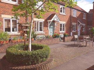 Glastonbury Town Centre cottage in quiet courtyard - Glastonbury vacation rentals