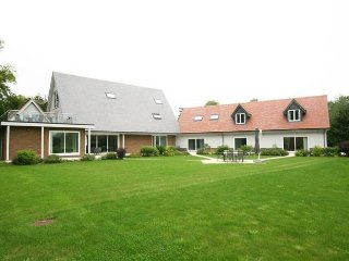 Frilford Heath, 20 mins from Oxford, nr Cotswolds. Party house with hot tub - Frilford Heath vacation rentals