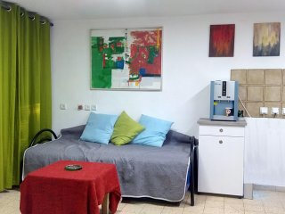 Bed in 6-Bed Mixed Dormitory Room (10) - Gedera vacation rentals