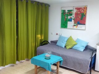 Bed in 6-Bed Mixed Dormitory Room (06) - Gedera vacation rentals