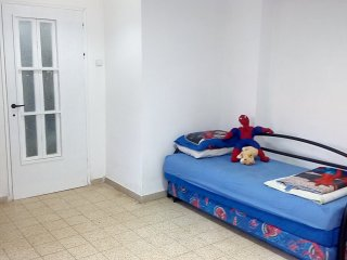 Bed in 6-Bed Mixed Dormitory Room (08) - Gedera vacation rentals