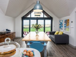 The Lookout, Stunning New House, Nr Bude, Sleeps 6 - Marhamchurch vacation rentals