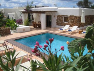 VILLA 12 people in a quiet area 1km from beaches - Sant Carles de Peralta vacation rentals