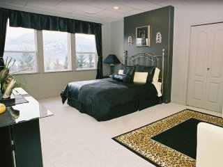 Gorgeous Lakeview executive home - Salmon Arm vacation rentals
