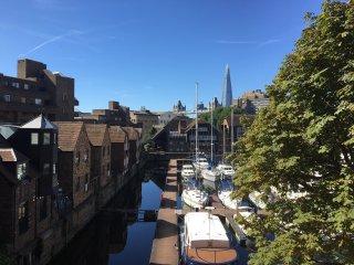 Saint Kat Docks - Dock View - 1 Bed Flat - 3rd Fl. - London vacation rentals