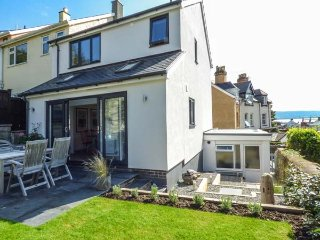 BRO DYFI, stylish house, woodburner, WiFi, enclosed garden, in Aberdovey, Ref 930597 - Aberdovey vacation rentals