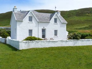 GRIGADALE HOUSE, detached, private garden, open fire, Kilchoan, Ref 938819 - Kilchoan vacation rentals