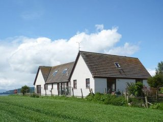 Romantic House in Culloden Moor with Internet Access, sleeps 2 - Culloden Moor vacation rentals