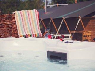 3 bedroom House with Hot Tub in Llanvetherine - Llanvetherine vacation rentals