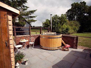 Romantic House with Internet Access and Hot Tub - Llantilio Crossenny vacation rentals