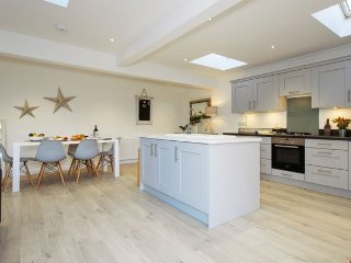 Cozy 3 bedroom Highcliffe House with Internet Access - Highcliffe vacation rentals
