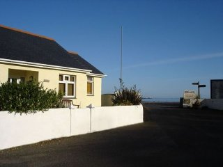Cozy House in Porthallow with Internet Access, sleeps 4 - Porthallow vacation rentals