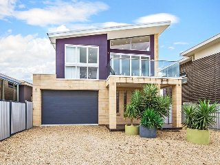 Bright 1 bedroom House in Seaford - Seaford vacation rentals