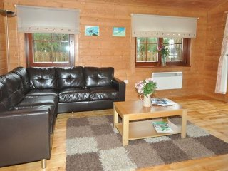 2 bedroom House with Internet Access in Tomich - Tomich vacation rentals