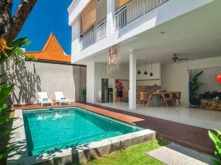 3BR villa 4 Seminyak/Oberoi 18min walking to beach - Seminyak vacation rentals