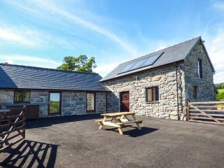 BEUDY BACH, hot tub, luxurious accomodation, Llanuwchllyn, Ref 944269 - Llanuwchllyn vacation rentals