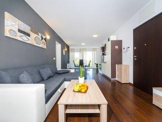 Queen Beach Resort Apartment - A1 - Nin vacation rentals
