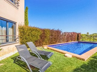 Mar da Luz apartment with private garden and pool - Luz vacation rentals