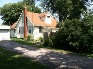 Comfortable House with Washing Machine and Fireplace - Huron vacation rentals