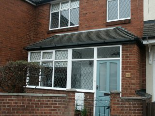Stylish wi-fi home near beach, shops, restaurants. King, double, 2 single, cot. - Cleethorpes vacation rentals