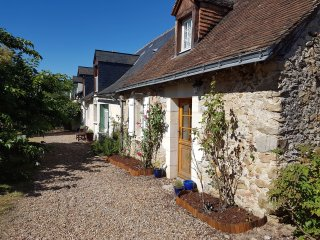 Beautiful Country Cottage in the Loire Valley - Mouliherne vacation rentals
