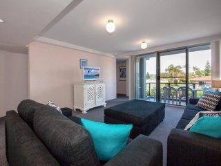 'Cirrus' unit 9, 44 Marine Drive - Fingal Bay vacation rentals