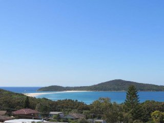 3 bedroom House with A/C in Fingal Bay - Fingal Bay vacation rentals