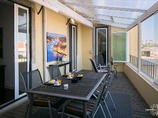 Ap18 - Bright and cosy apartment with terrace, Graça district - Lisboa vacation rentals