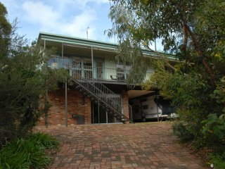 Cozy House in Anglesea with A/C, sleeps 7 - Anglesea vacation rentals
