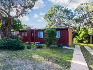 Bright House in Anglesea with Washing Machine, sleeps 8 - Anglesea vacation rentals