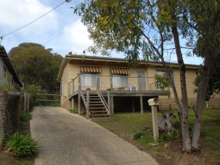 Cozy 3 bedroom Anglesea House with A/C - Anglesea vacation rentals