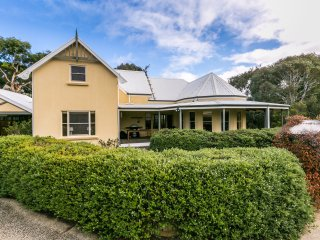 Gorgeous 3 bedroom House in Aireys Inlet with DVD Player - Aireys Inlet vacation rentals
