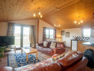Luxury hot tub lodges in the heart of Yorkshire. - Bubwith vacation rentals