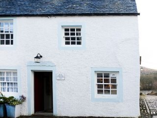 6B Cathedral Street - Elegant and delightful apartment in charming Dunkeld: 6B - Dunkeld vacation rentals