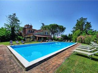 6 bedroom Villa in San Giustino Valdarno, Tuscany, Arezzo, Italy : ref 2372865 - San Giustino Valdarno vacation rentals